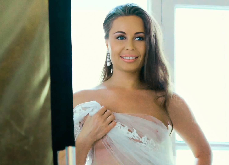 polnostyu-golaya-yuliya-mihalkova-porno-s-tolstoy-iz-filma-muzhchina-po-vizovu
