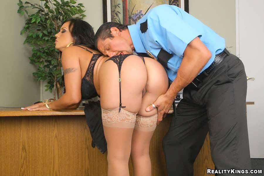 порно охраник с женой боса