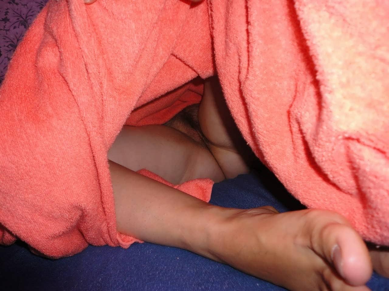 Спящая жена под одеялом 10 фотография