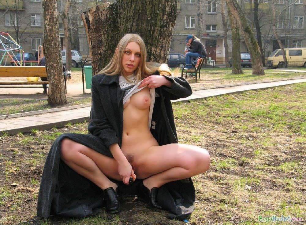 девчонки без трусов порно