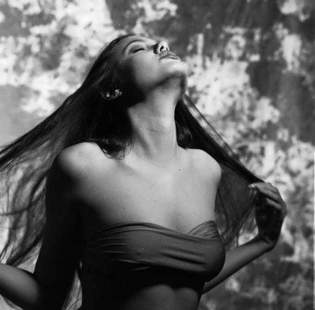 Юная Анджелина Джоли еще со своими сиськами (ФОТО)