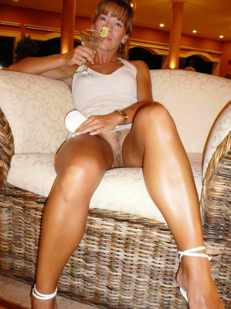 Ветер юбки задирает эротическое фото