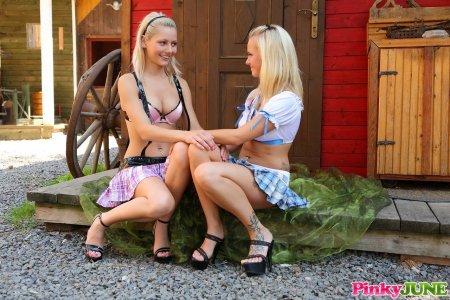 Красивые блондинки насаживаются на самотык (ФОТО)
