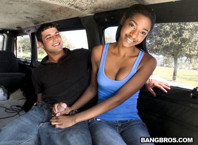 Темнокожая Красавица Дает В Автобусе За Деньги (HD Видео)