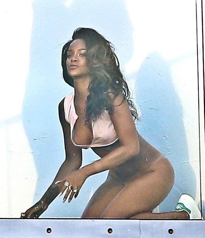 Rihanna голая пизда