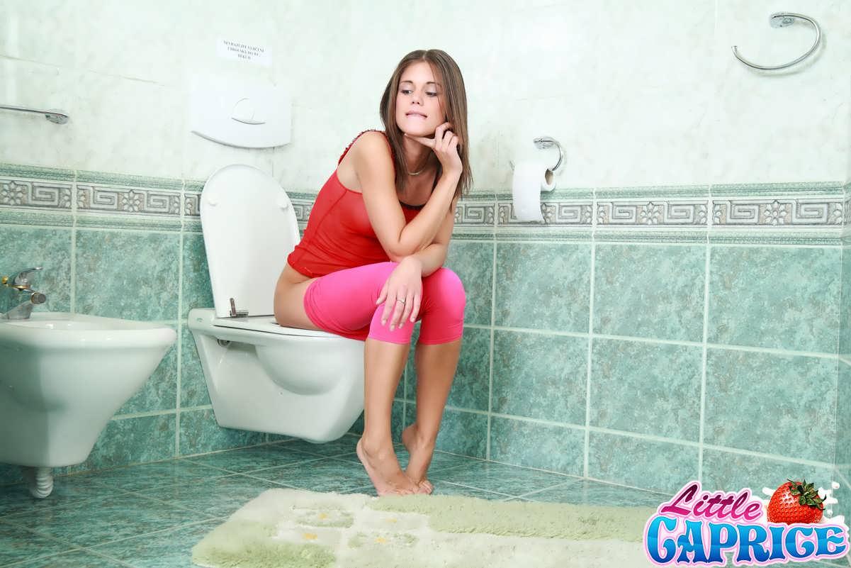 Трахнул подсмотрел трах на дискотеке в туалете грудь видео