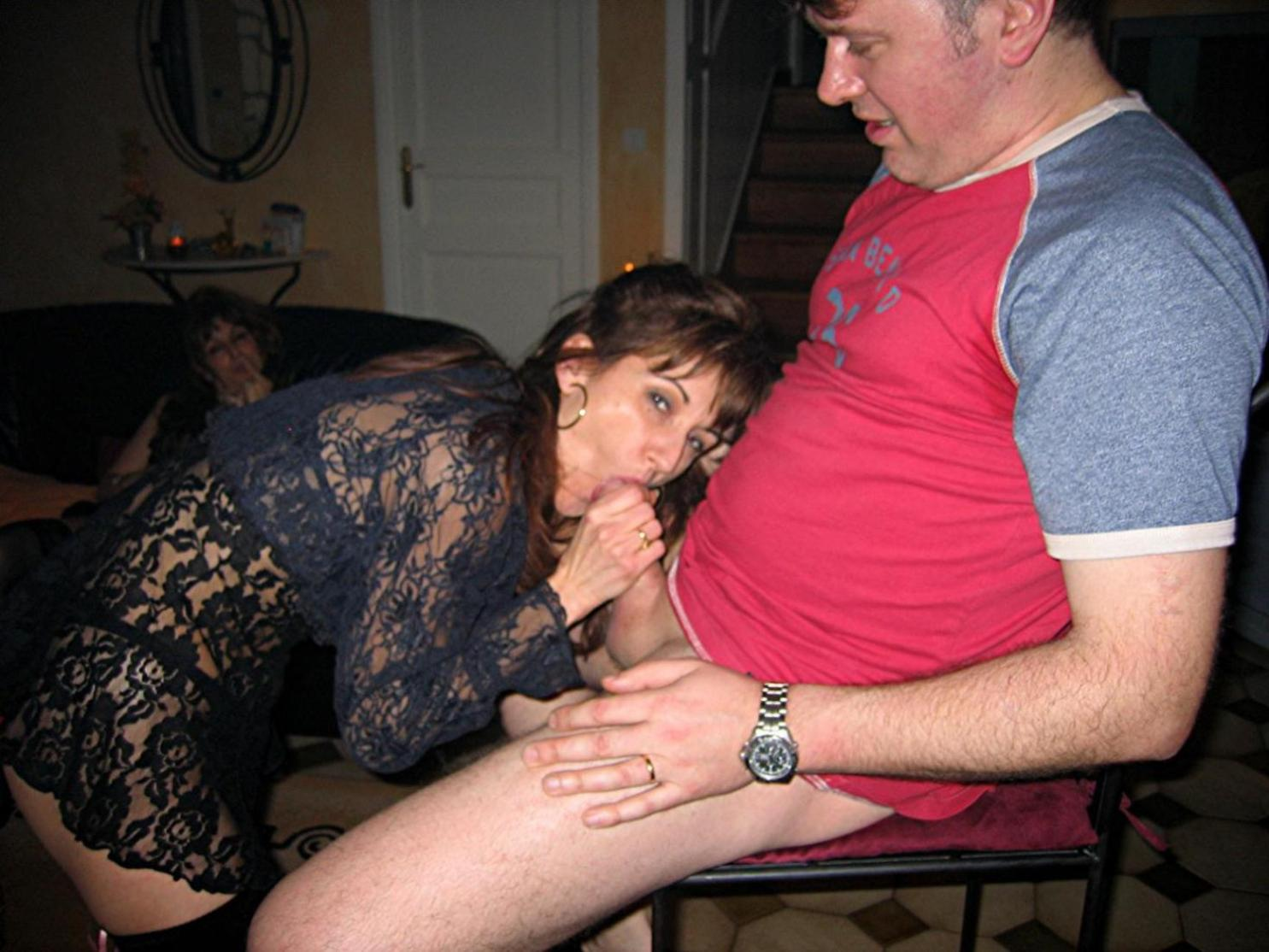 Семейные пары меняются партнёрами во время секса 14 фотография