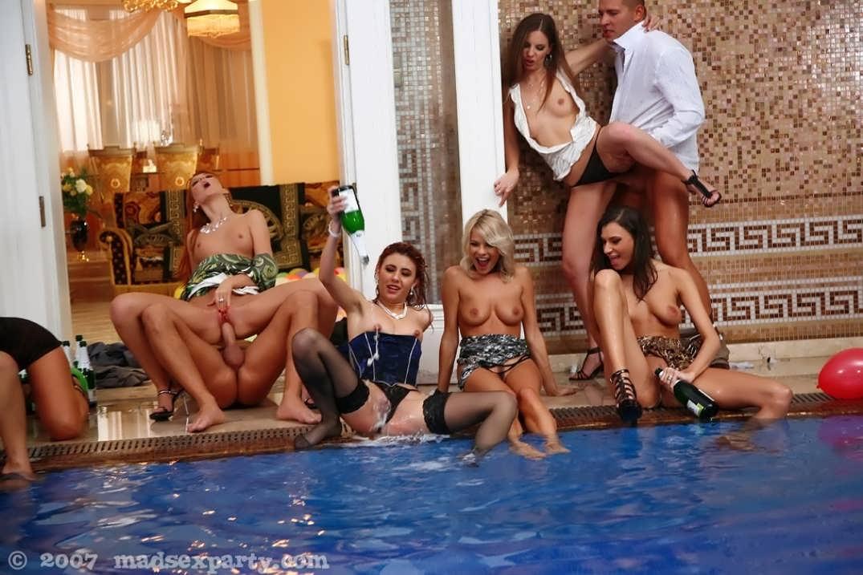 В порно воде вечеринки