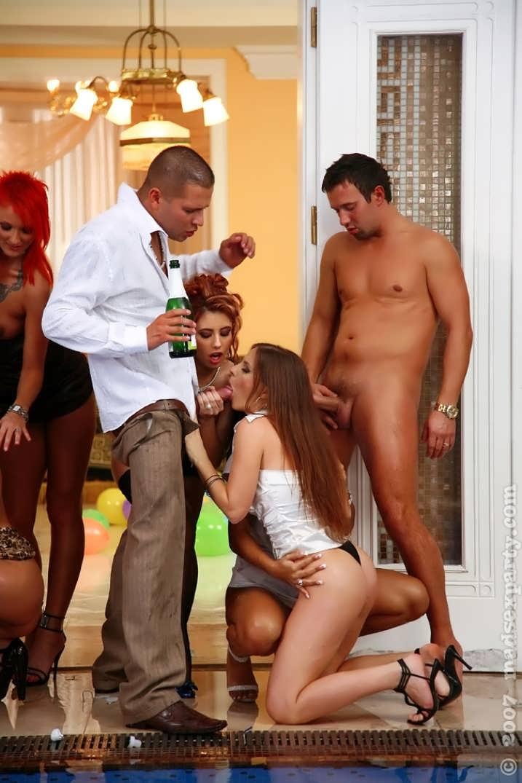 Девушка шампанское секс