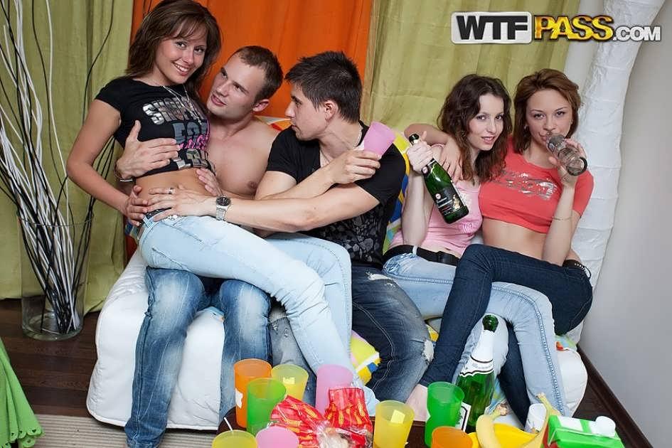 Скачать Порно Видео Групповой секс русских студентов