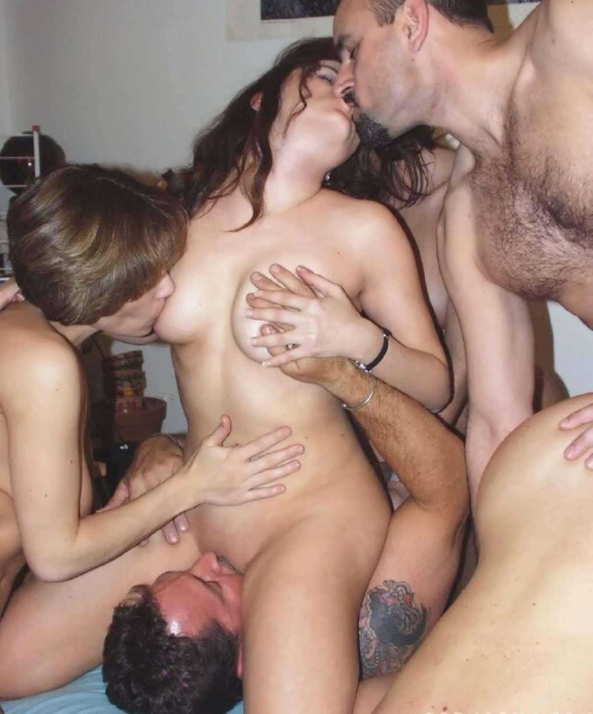 Смотреть порно бесплатно ебут жену толпой при муже 1 фотография