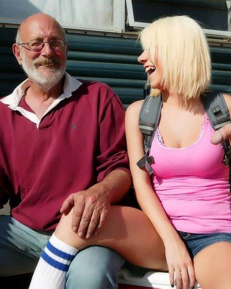 Взяла в рот сосиску деда и мужика с приправой (ФОТО)