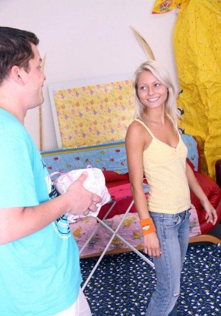 Хорошая хозяйка умеет гладить и сосать (ФОТО)