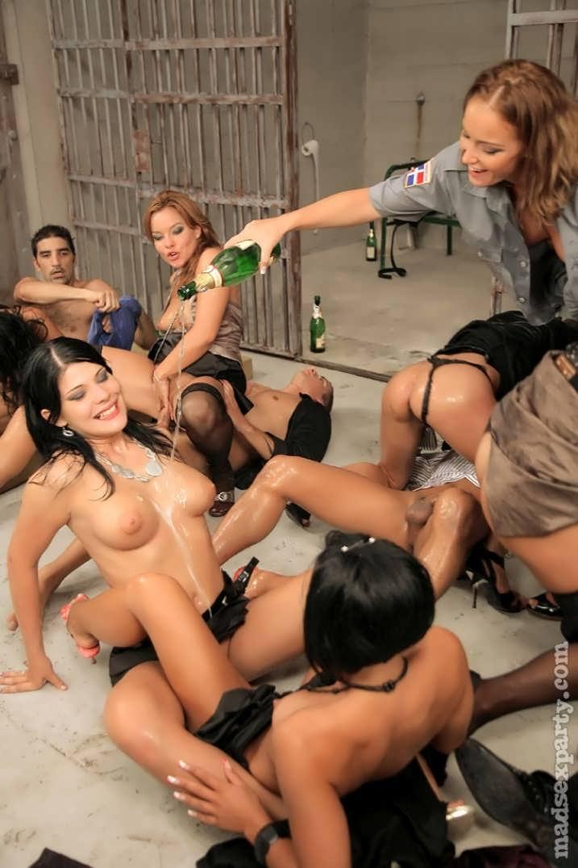 Порноролики групповуха в тюрьмах