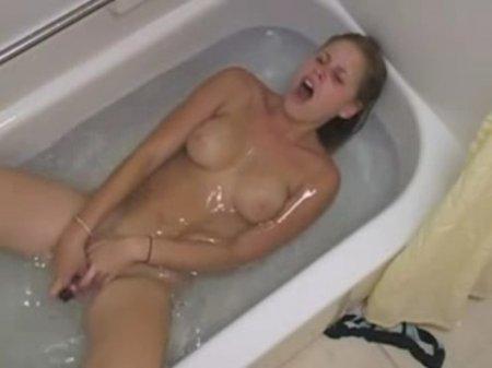 Все девушки делают это в ванной (ФОТО)