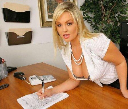Ирина Дубцова трахается на столе (ФОТО)