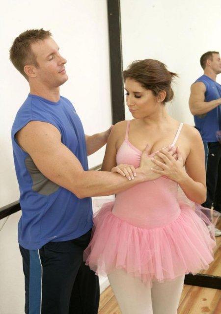 Ебливая балерина не может без траха (ФОТО)