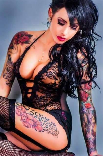 Раскованные милашки с татуировками (ФОТО)