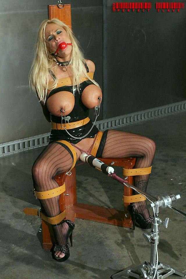 Пытка члена и яиц   CBTslave.com - наказание мужчин