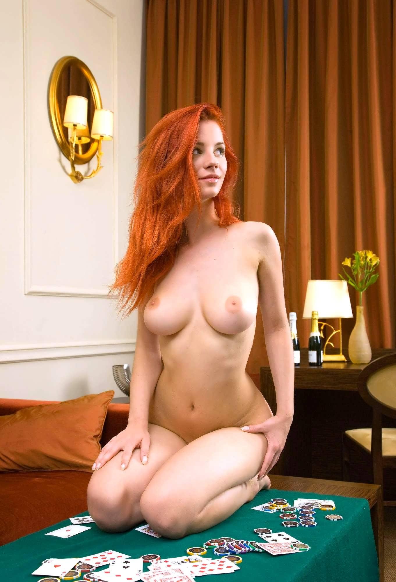 Стриптиз от рыжей с большой грудью 14 фотография