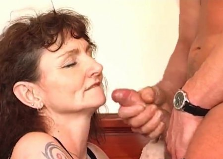 Растягивают вагину старым клячам (ВИДЕО)