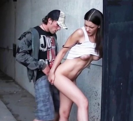 zasnyali-na-kameru-kak-ebali-piterskih-prostitutok-za-dengi-muzh-s-drugom-lyubyat-ego-zhenu-porno