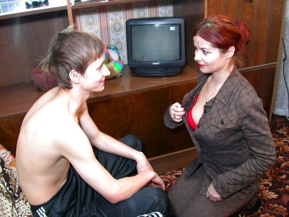 Тетя застала племянник за дрочкой порно видео онлайн