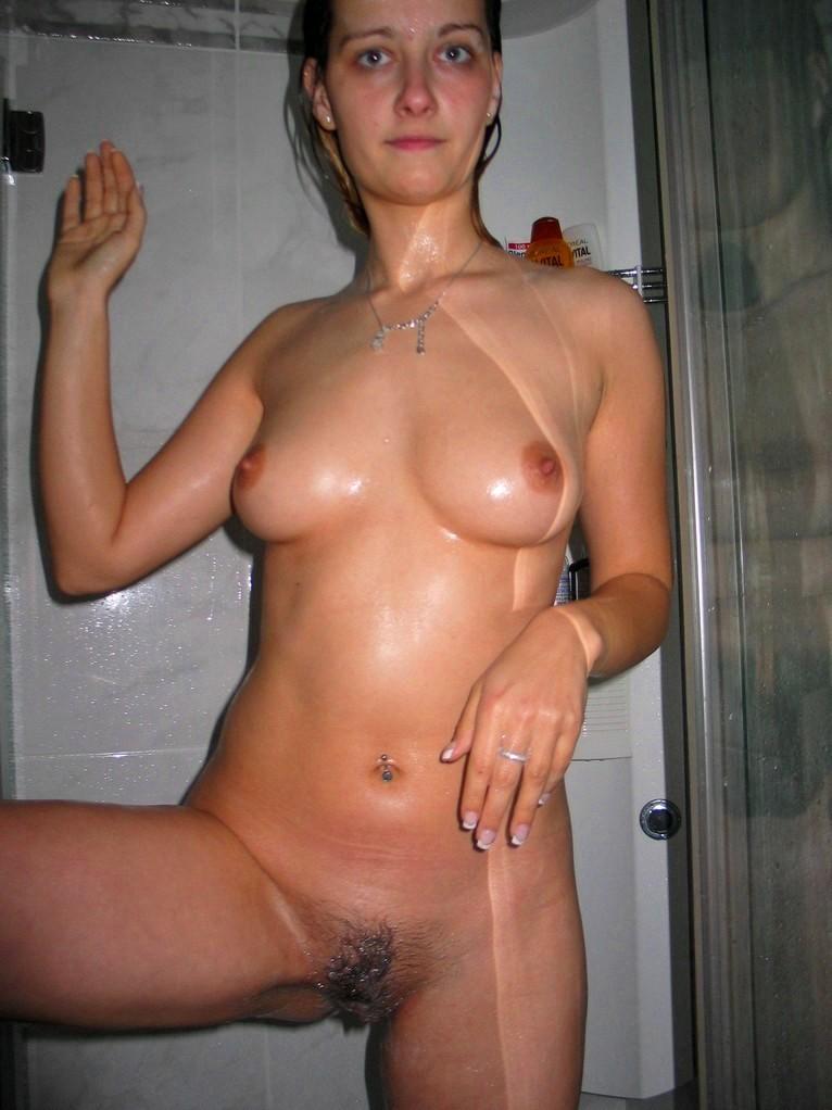 golaya-podruga-v-dushe