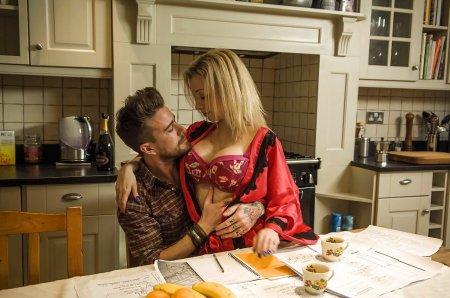 Секс с любовницей на ужин (ФОТО)