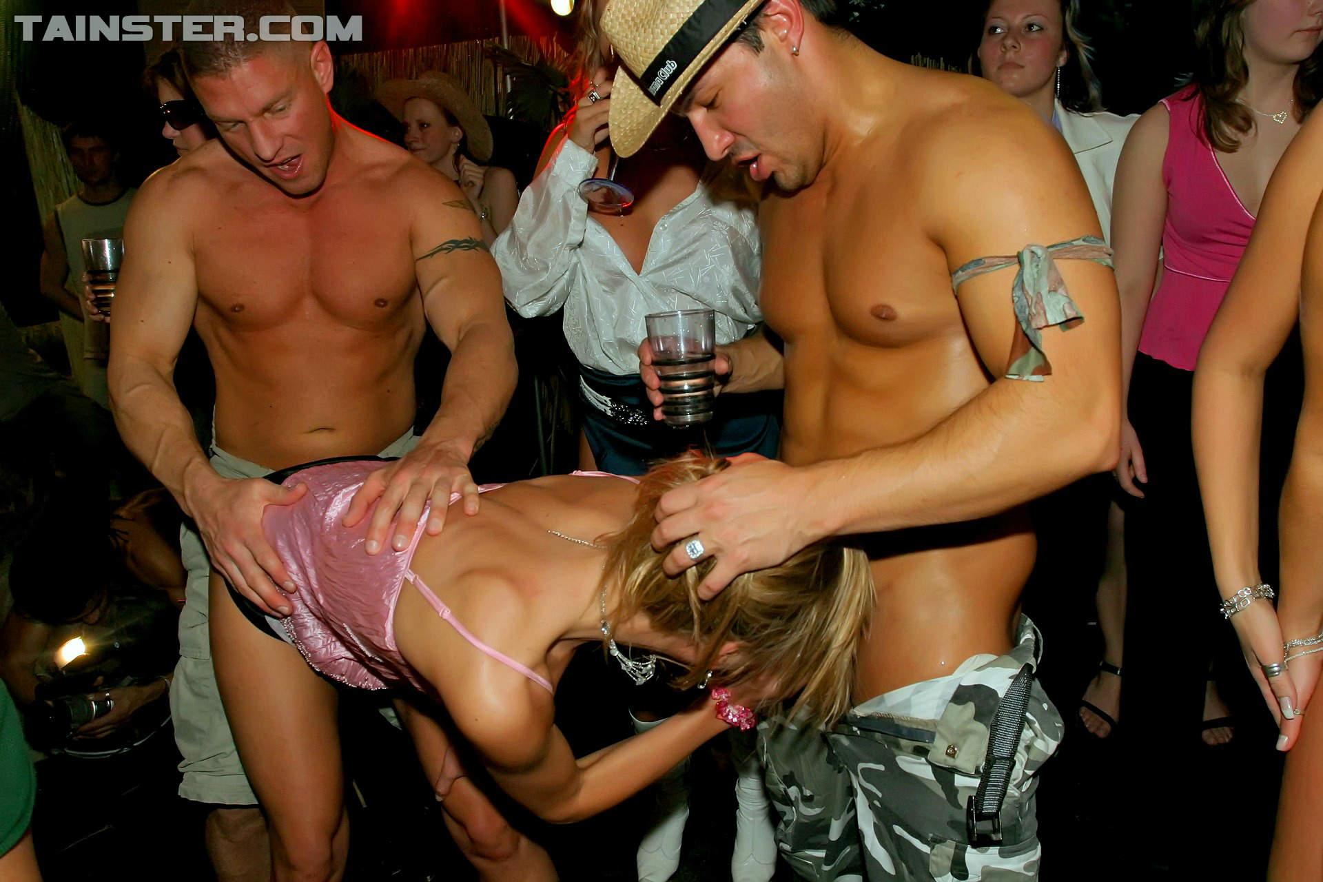 групповой разврат в клубе