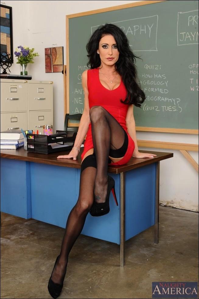 училка в красном платье и чулках порно