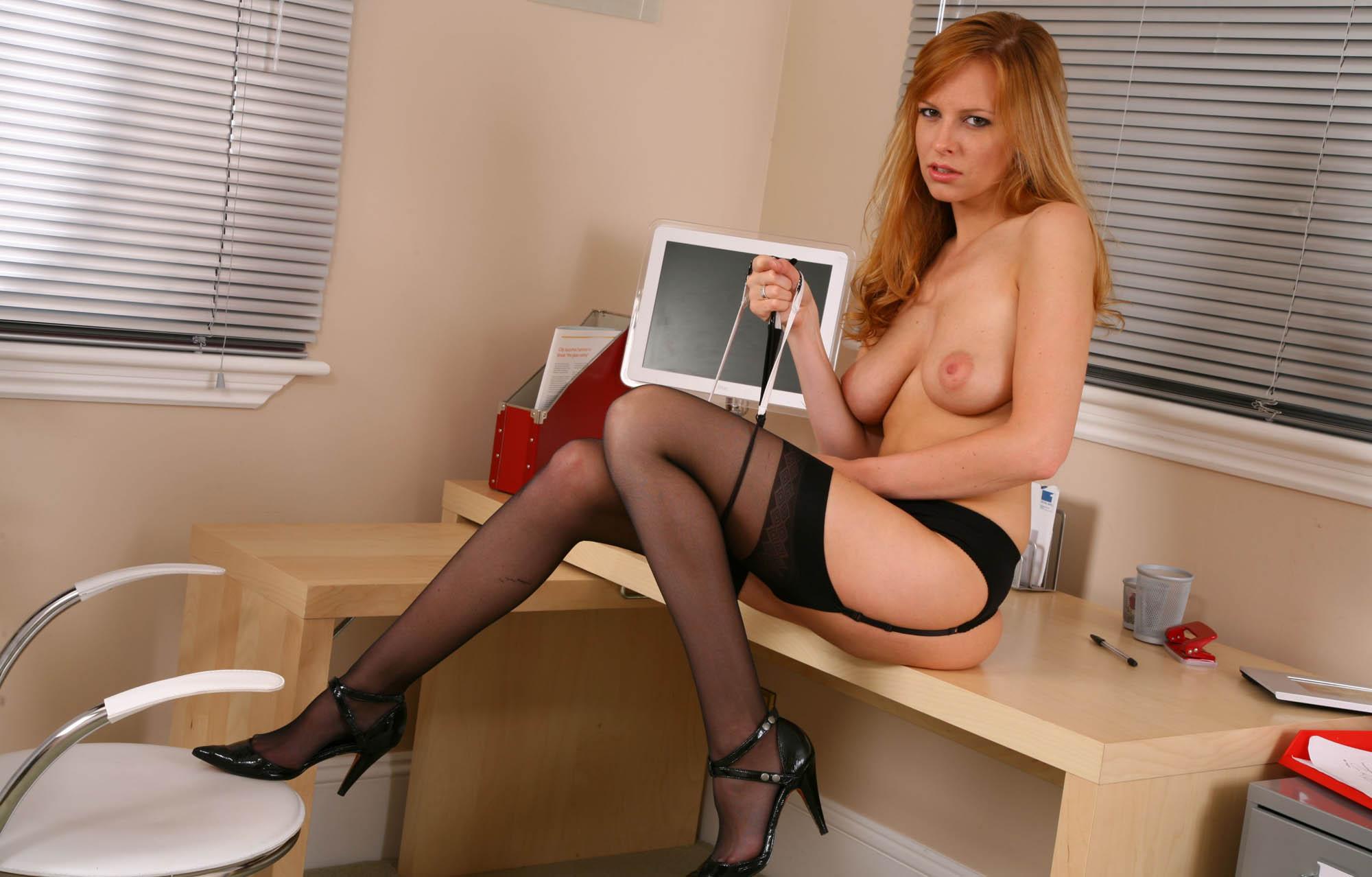 Сексуальные секретарши раздеваются 18 фотография