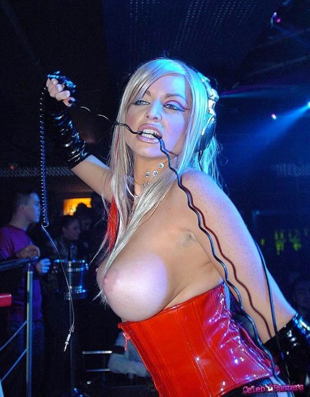 Потискай сисяки DJ Portia Surreal (ФОТО)