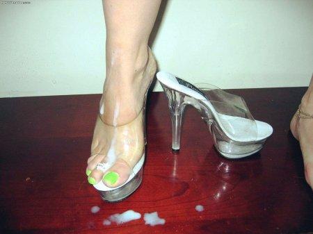 Мужская сперма на ножках любимых (ФОТО)