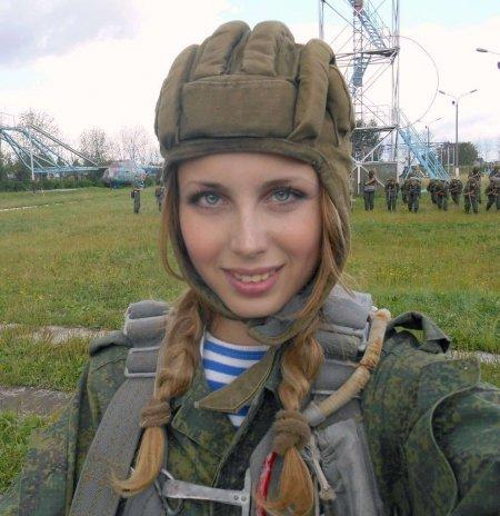 Вежливая десантница Юлия Харламова (ФОТО)