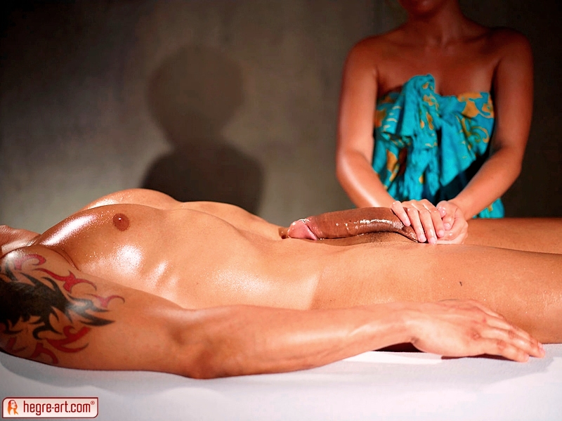 Видео тайка делает массаж члена