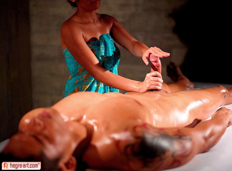 Эротический массаж для мужа и жены, заглядывать под юбки смотреть онлайн
