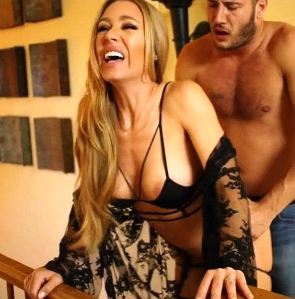 domohozyayki-erotika-video-porno-neopitnie-s-pozhilimi