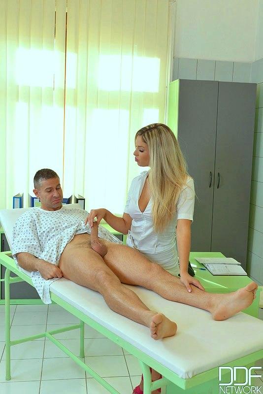 Порно Медсестры В Трусах
