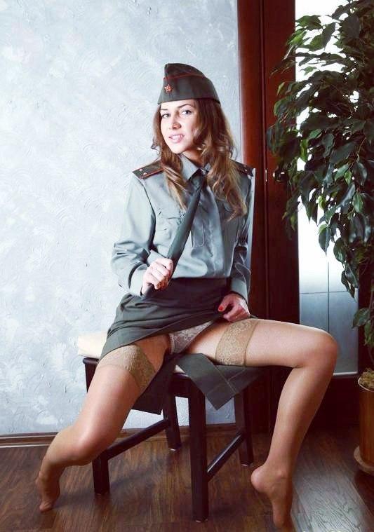 Эротика женщины в военной форме