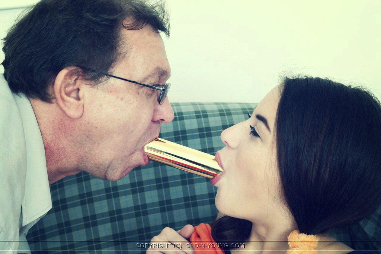 Порно фото стариков с молодыми девками