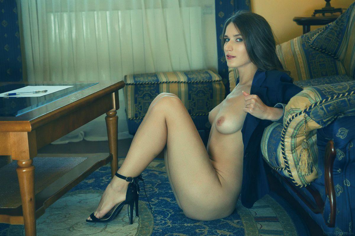 Частное эротическое фото бизнес леди