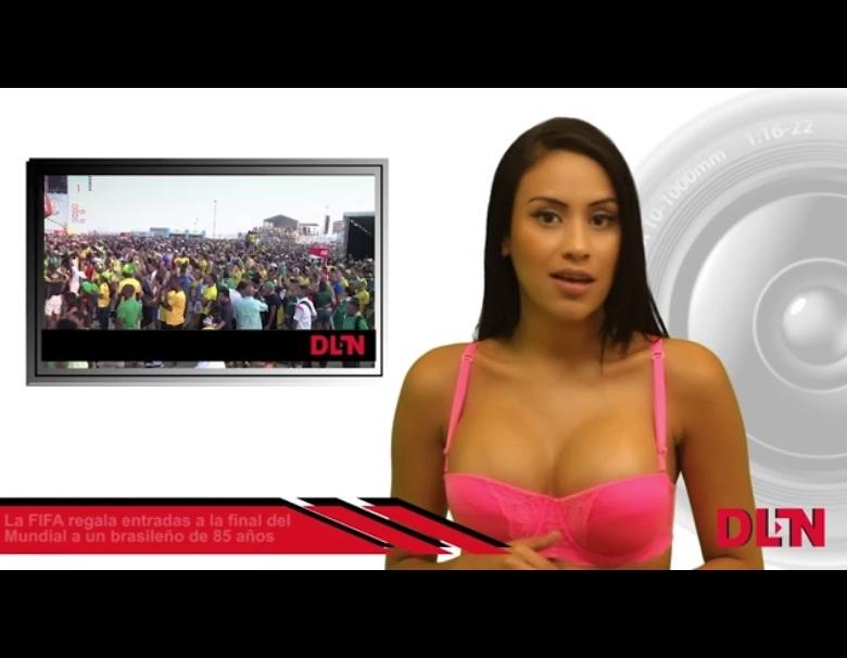 Голая ведущая на сцене видео, подсматривание толстушками латинская