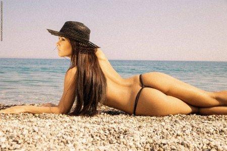 Красотка Вивьен снимает перед нами шляпу (ФОТО)