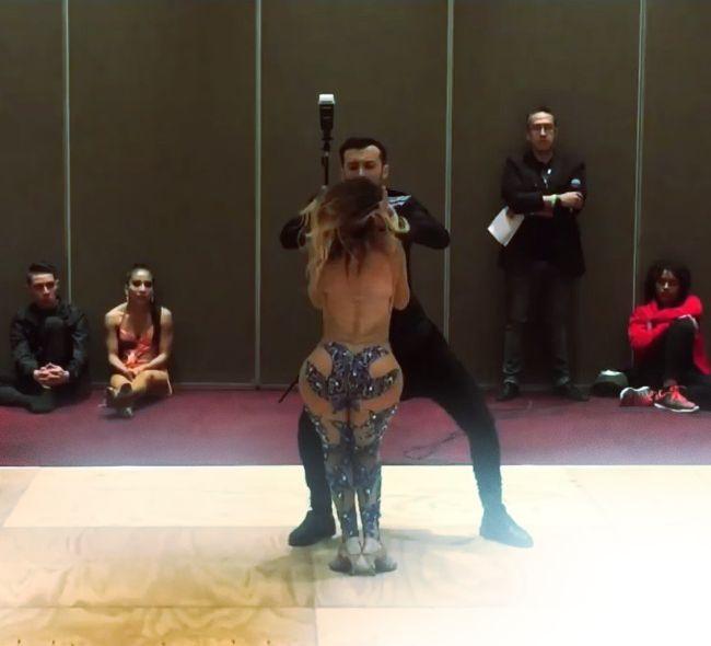 Видео анфиса чехова без одежды танцует стриптиз