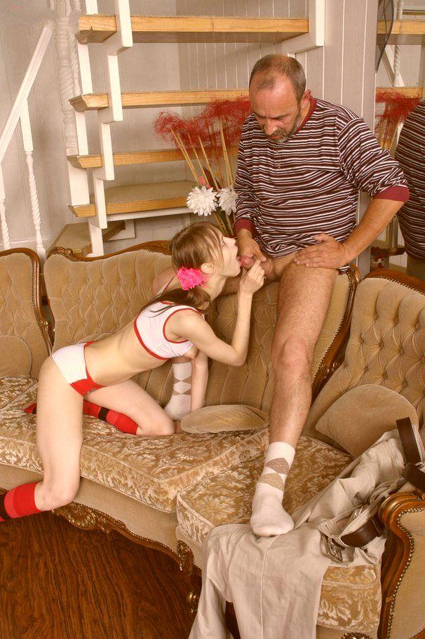 Дочка даёт дедушку
