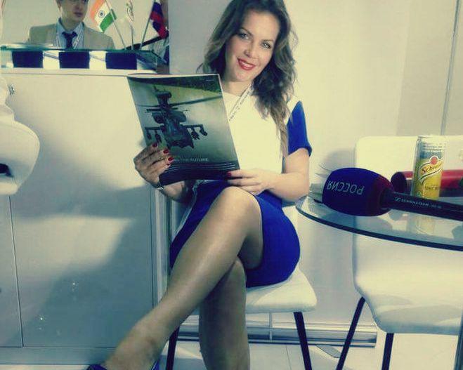Девушка голые засветы под юбкой телеведущие украины фото волосатых загорелых