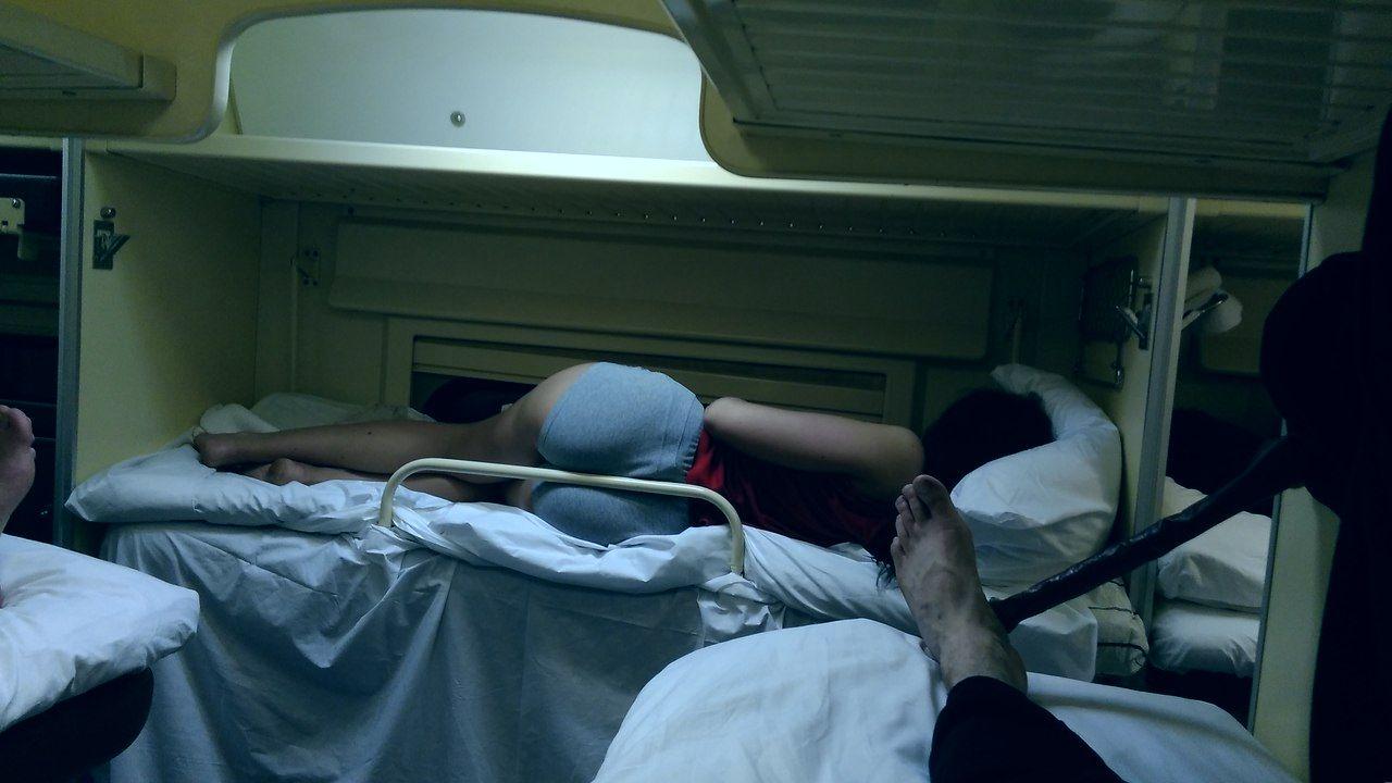 Порно спящие в поезде