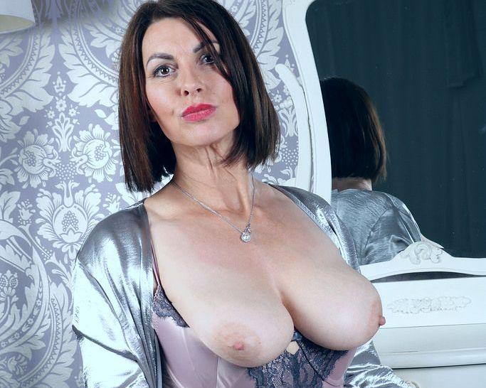 Видео секс 40 ка летних мамочек в юбках