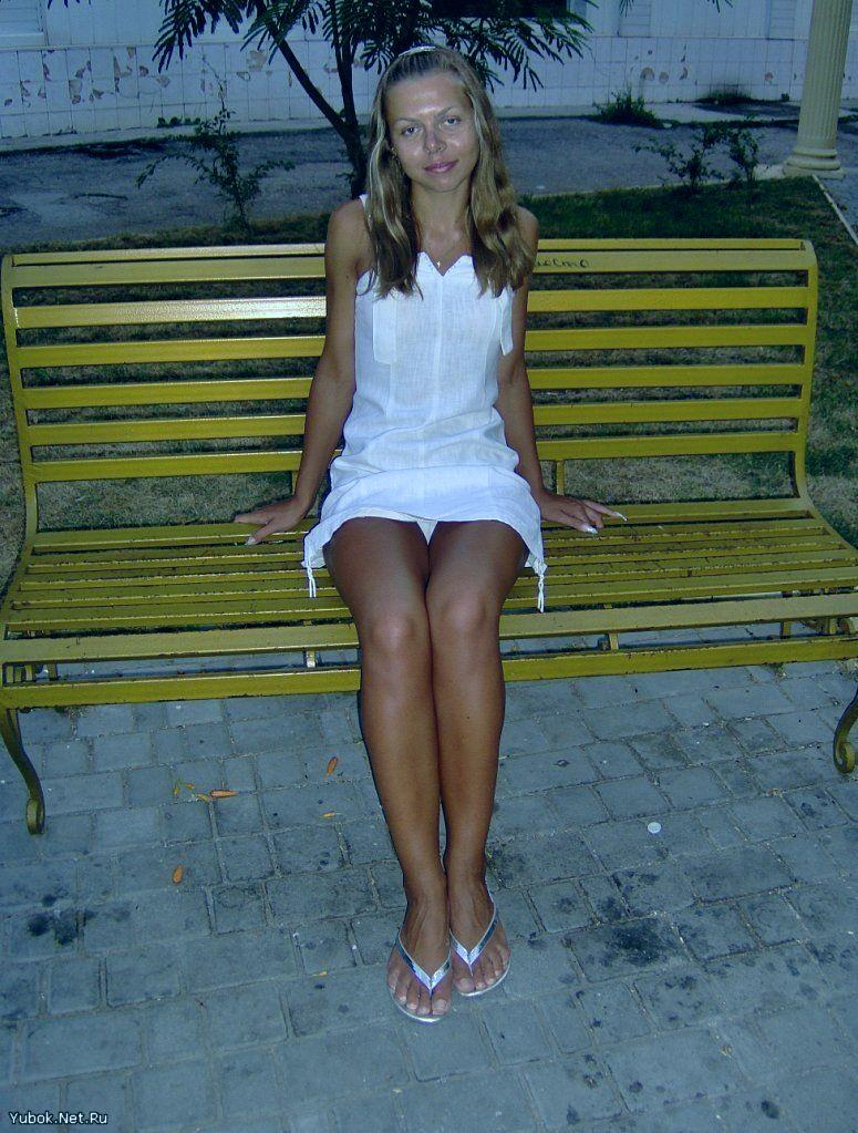 Девушки в коротких юбках и видно трусы